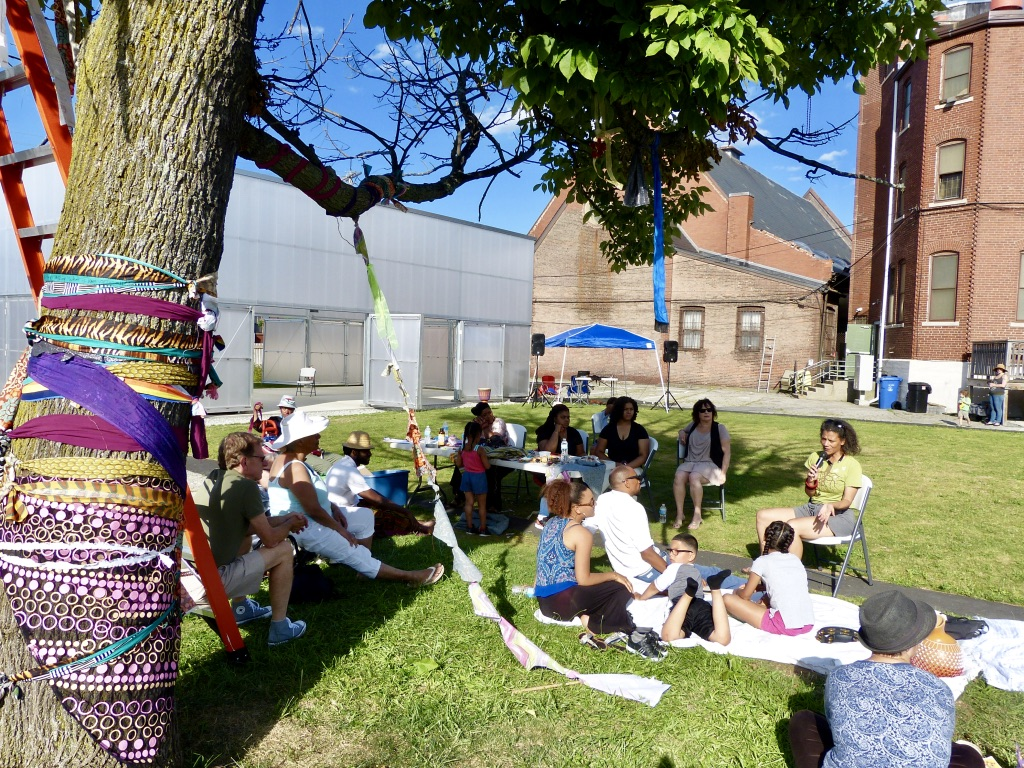 Cultural Celebration and Community Tree Wrapping. Photograph by Marta Martinez.